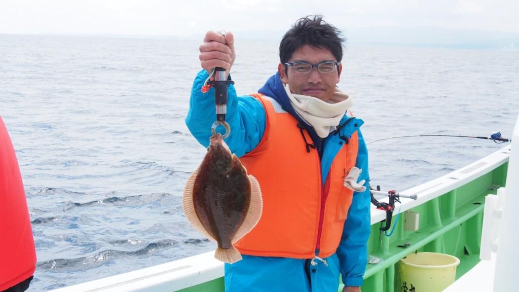 沖縄から参加してしてくれたN島さんも小ぶりですがヒラメをゲット。刺身がうまそうな大きさです。