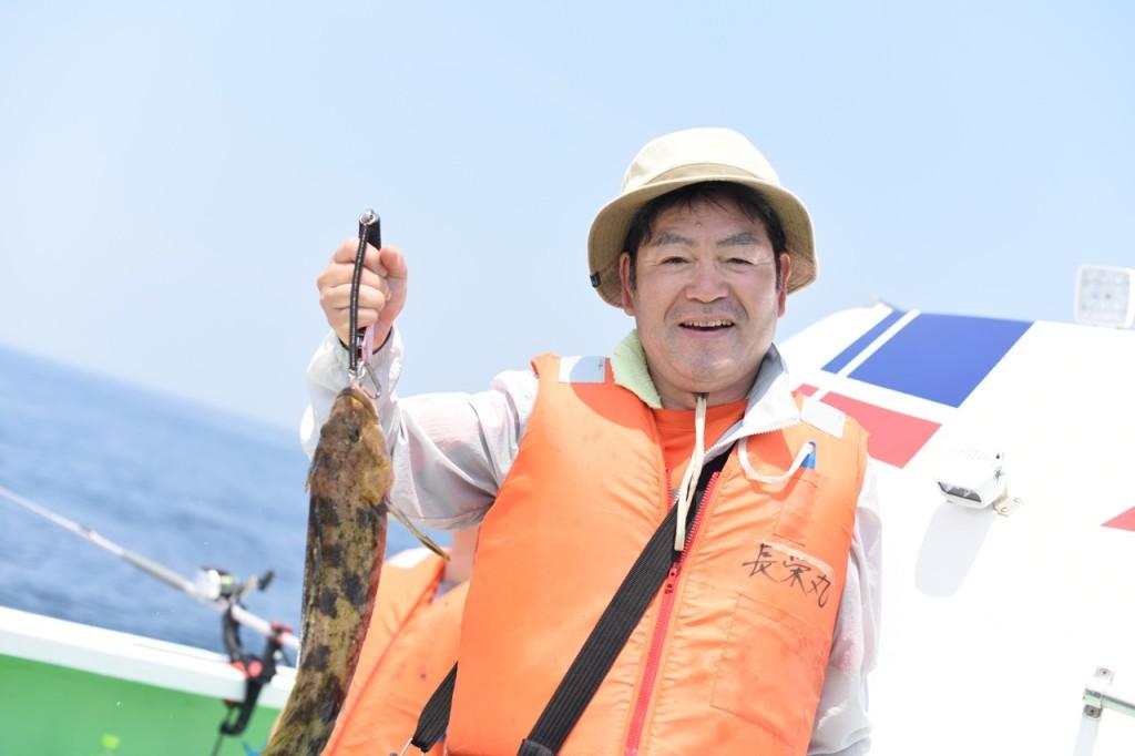 初参加、写真家のS木さんもアイナメを。